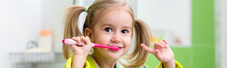 Lavarsi i denti è una abitudine che si impara da bambini